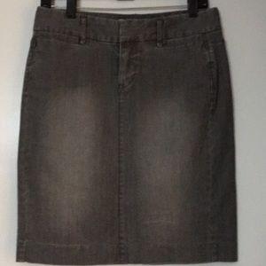 Like new GAP gray denim skirt